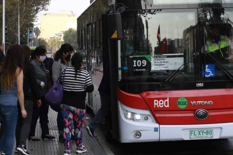 Transportes reconoce que distanciamiento de 1 metro es imposible en el Transantiago