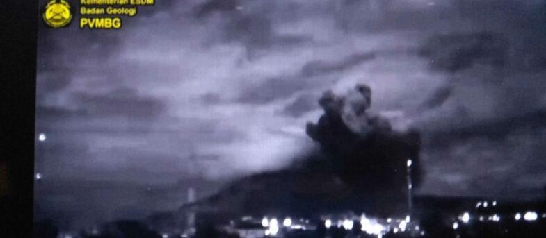 VIDEO – Volcán Sinabung, al norte de la isla de Sumatra, entró en erupción
