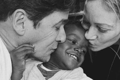 """VIDEO – """"Nos enseñó que el amor no tiene límites"""": Rafael Araneda y Marcela Vacarezza presentan a su hijo haitiano"""