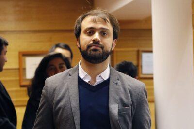 El accidentado regreso de Jorge Sharp al concejo municipal tras tres semanas de ausencia: ediles y dirigentes lo acusan de permitir el acoso laboral