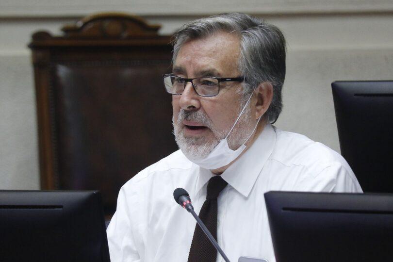 """Senador Guillier pide al CNTV tomar acciones por apariciones de Lavín en la TV: """"Es evidente la manipulación"""""""