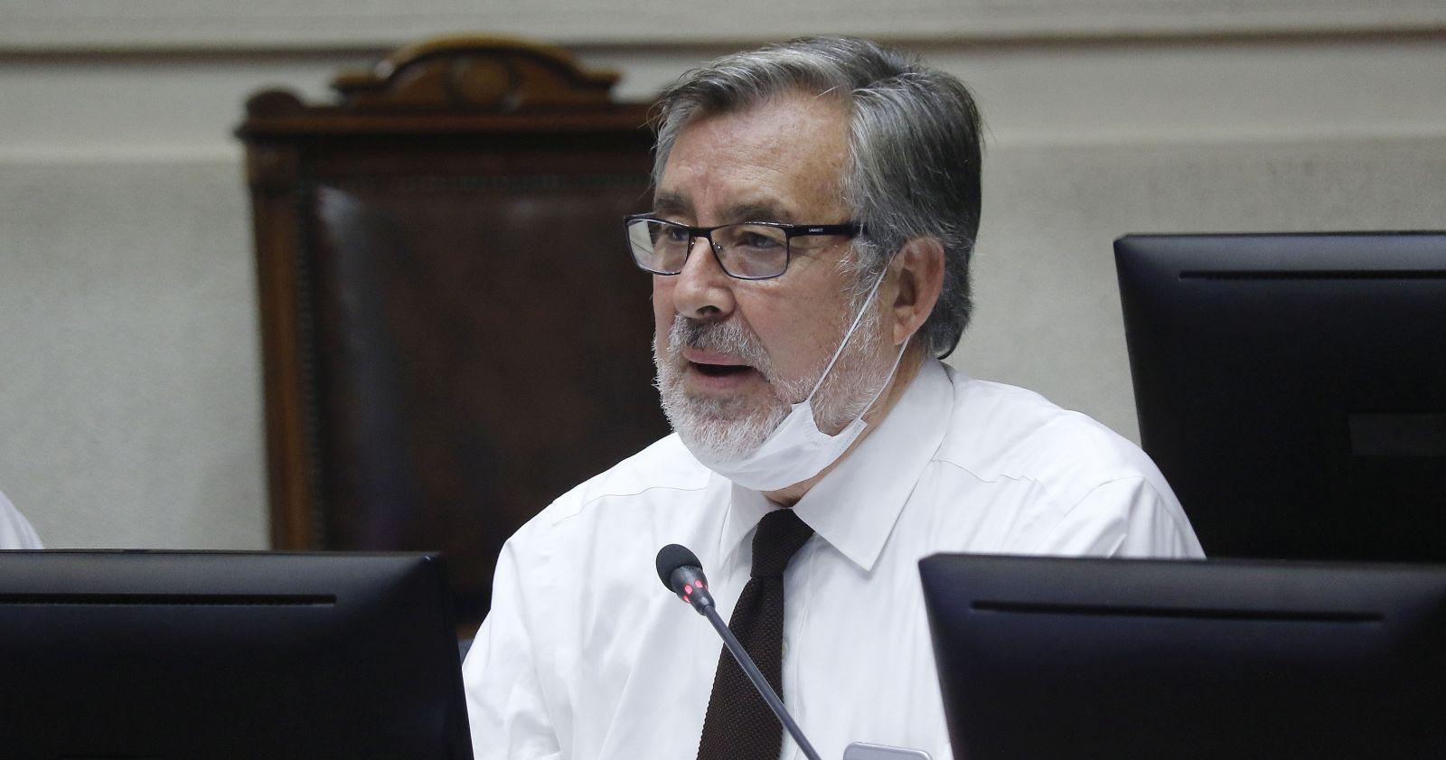 """Alejandro Guillier: """"Daniel Jadue y Beatriz Sánchez corren el riesgo de ser más de lo mismo"""""""