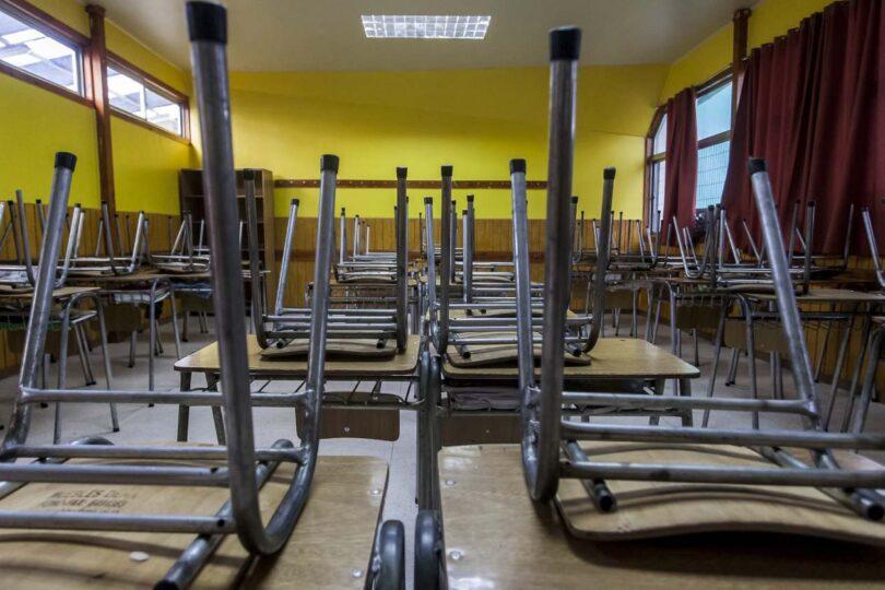Colegio de Profesores, apoderados y presidente de la Comisión de Educación exigen que se descarte un regreso a las clases presenciales