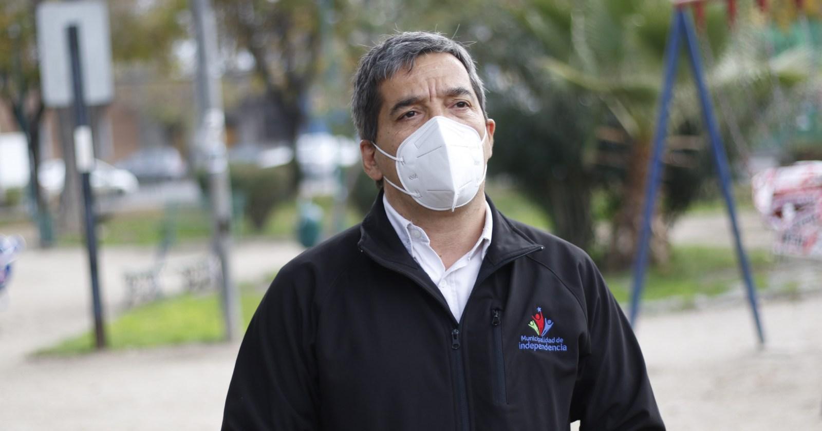 """""""Le miente descaradamente al país"""": alcalde de Independencia molesto por reaparición de Mañalich"""