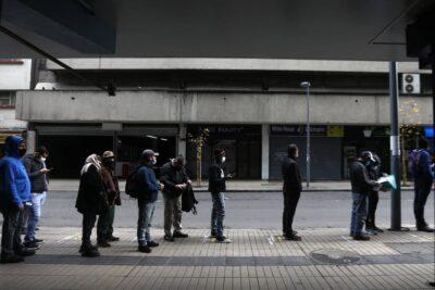 Desempleo baja levemente en el trimestre junio-agosto pero se mantiene sobre el millón de personas