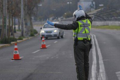 Carabinero fue arrastrado 30 metros por conductor que intentó evadir control policial