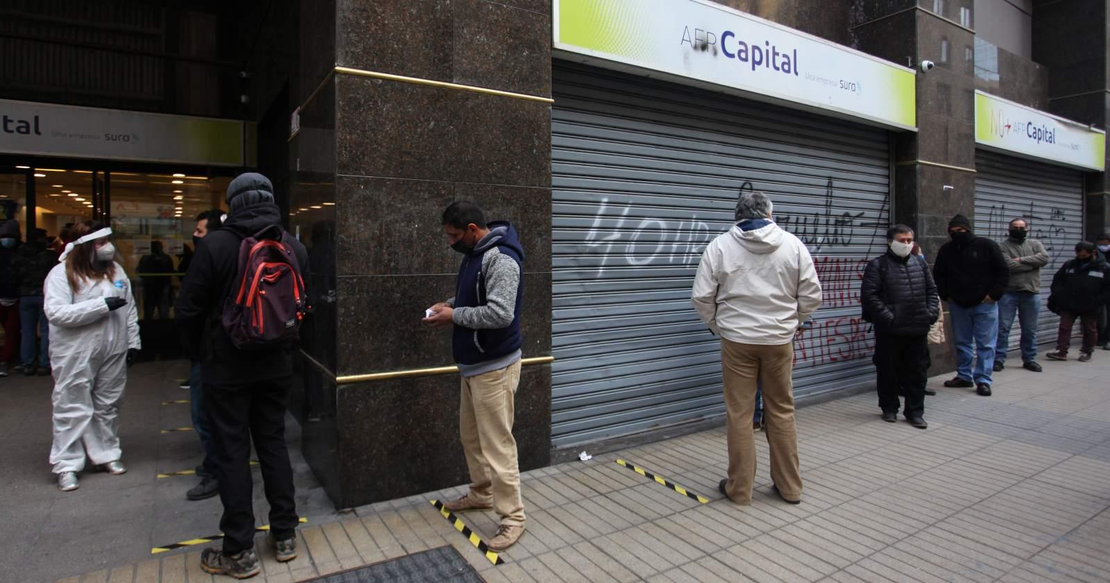 """""""Pago en una cuota y devolución voluntaria: las cinco diferencias entre el primer y segundo retiro del 10%"""""""