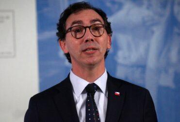 """Ministro Figueroa por retorno a clases: """"Los apoderados no están obligados a enviar a sus hijos"""""""