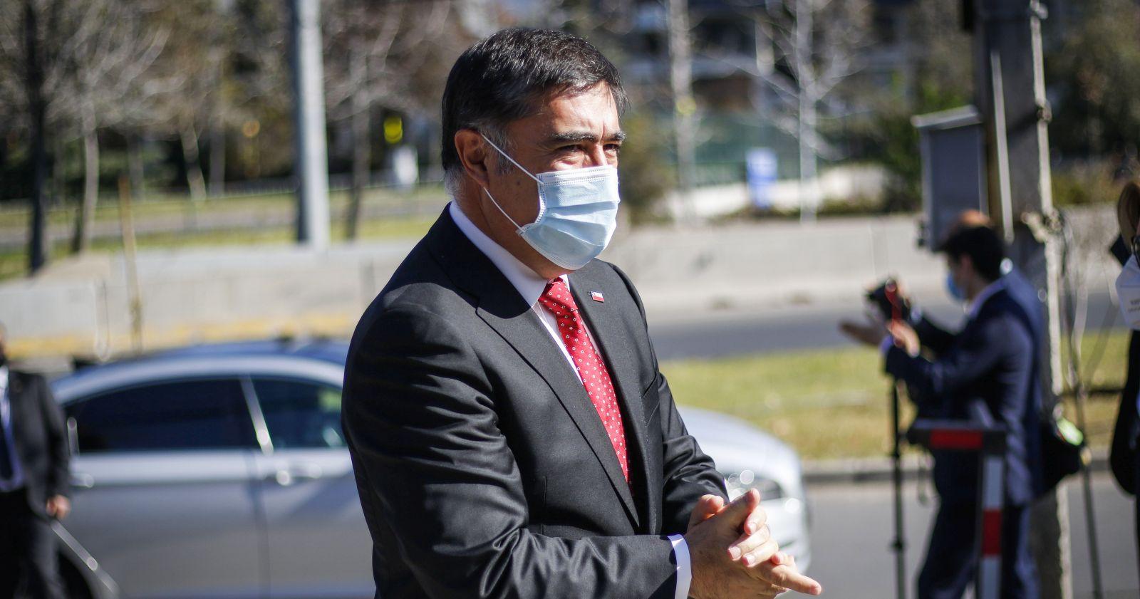 Ministro Desbordes no descarta sumarios contra personal de FF.AA. por muertes en el estallido social