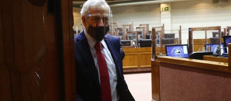 A pesar de estar suspendido por el Senado, Raúl Guzmán seguirá recibiendo 13 millones de sueldo
