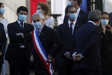 Piñera encabeza fotografía oficial con sus ministros marcada por las medidas sanitarias