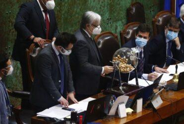 Oposición queda con la mayoría en comisión que revisará la acusación constitucional contra Mañalich