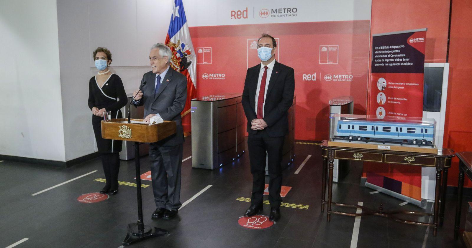 En medio de protestas por despidos, Piñera anuncia reapertura completa de la red de Metro
