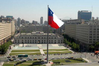Deuda bruta de Chile llega a niveles de los primeros años del retorno a la democracia