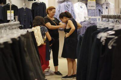 Presentan proyecto para eliminar la exigencia del uniforme escolar y así evitar gastos de las familias