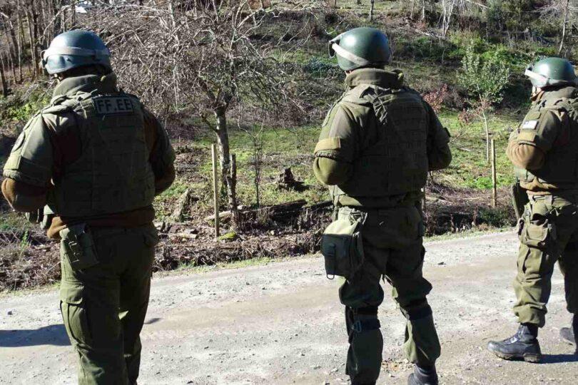 Desconocidos quemaron dos vehículos de Carabineros en Contulmo
