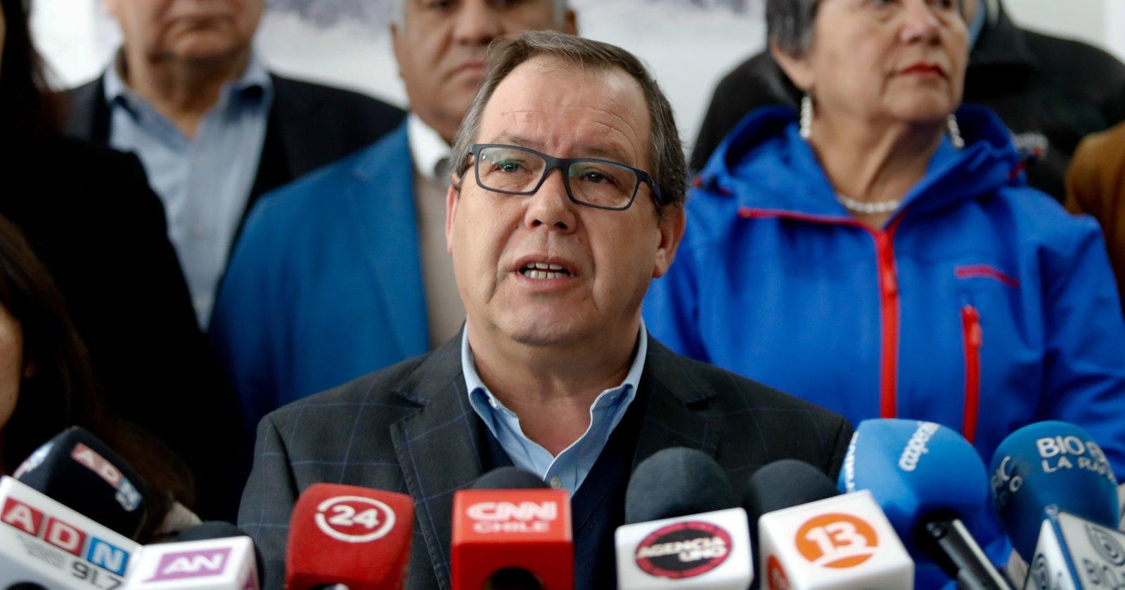 """Alcalde Delpin anuncia acciones legales contra diputada del Frente Amplio tras vincularlo a corrupción: """"Es una canallada lo que hizo"""""""