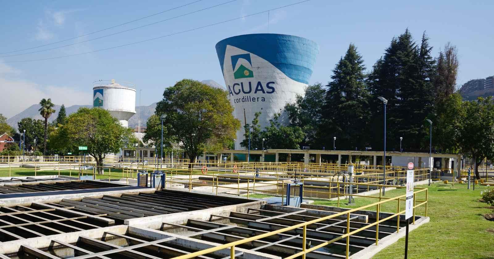 """""""Aguas Andinas define metas de reducción de emisiones al 2030 y se convierte en la primera sanitaria del mundo en hacerlo"""""""
