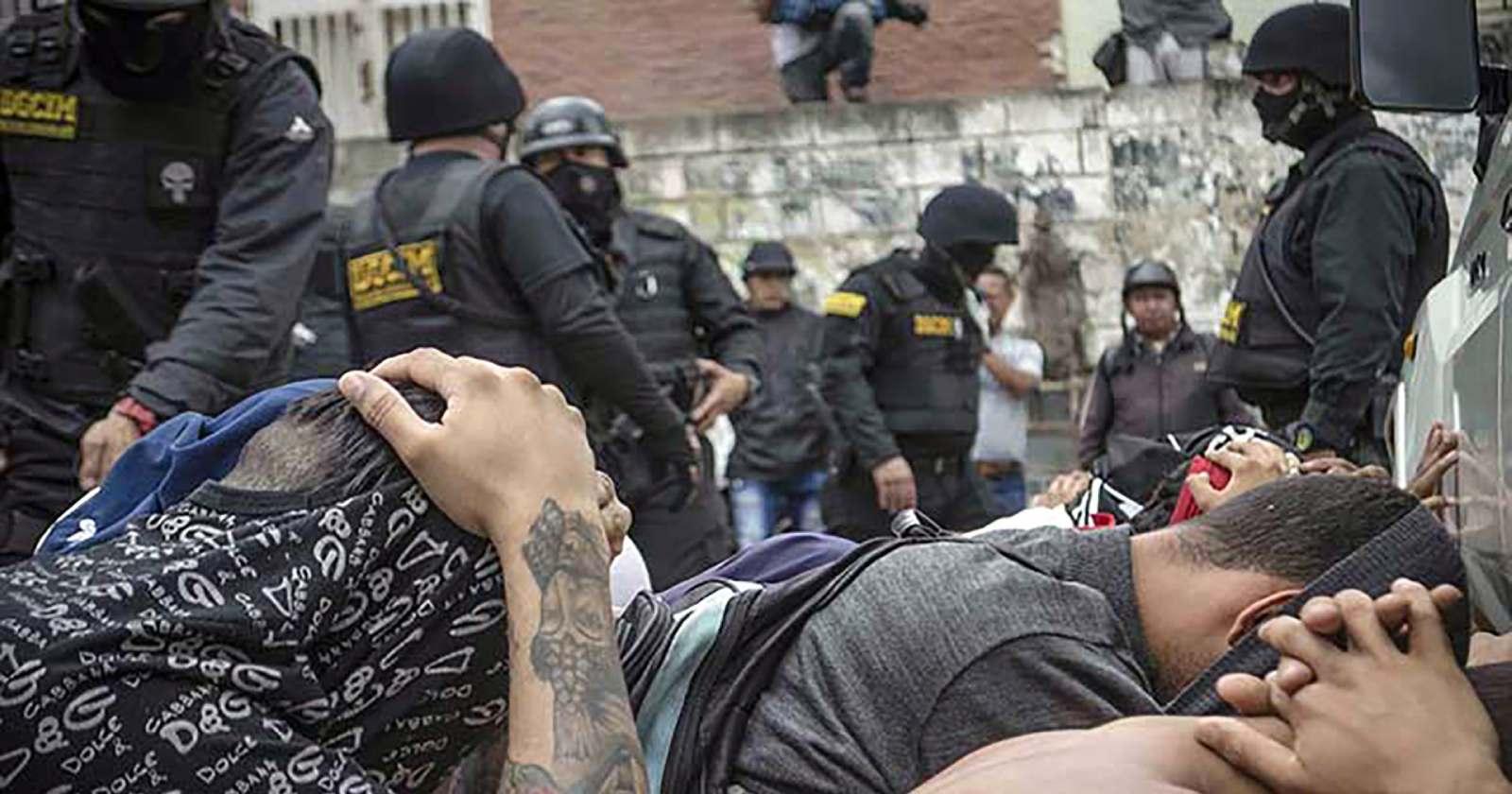 """""""Así torturan a los presos políticos en Venezuela: Molly de la Sotta denuncia las vejaciones que ha sufrido su hermano"""""""