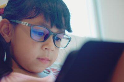 Planes de internet donados por Entel a colegios funcionarán hasta el cierre del año escolar