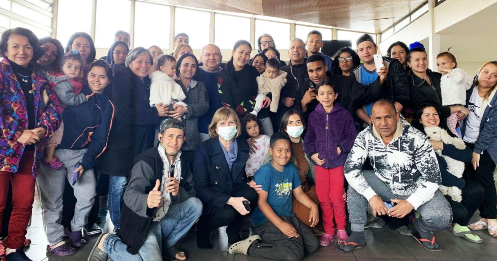 """""""Confirman vuelo humanitario para 118 venezolanos varados en Chile"""""""