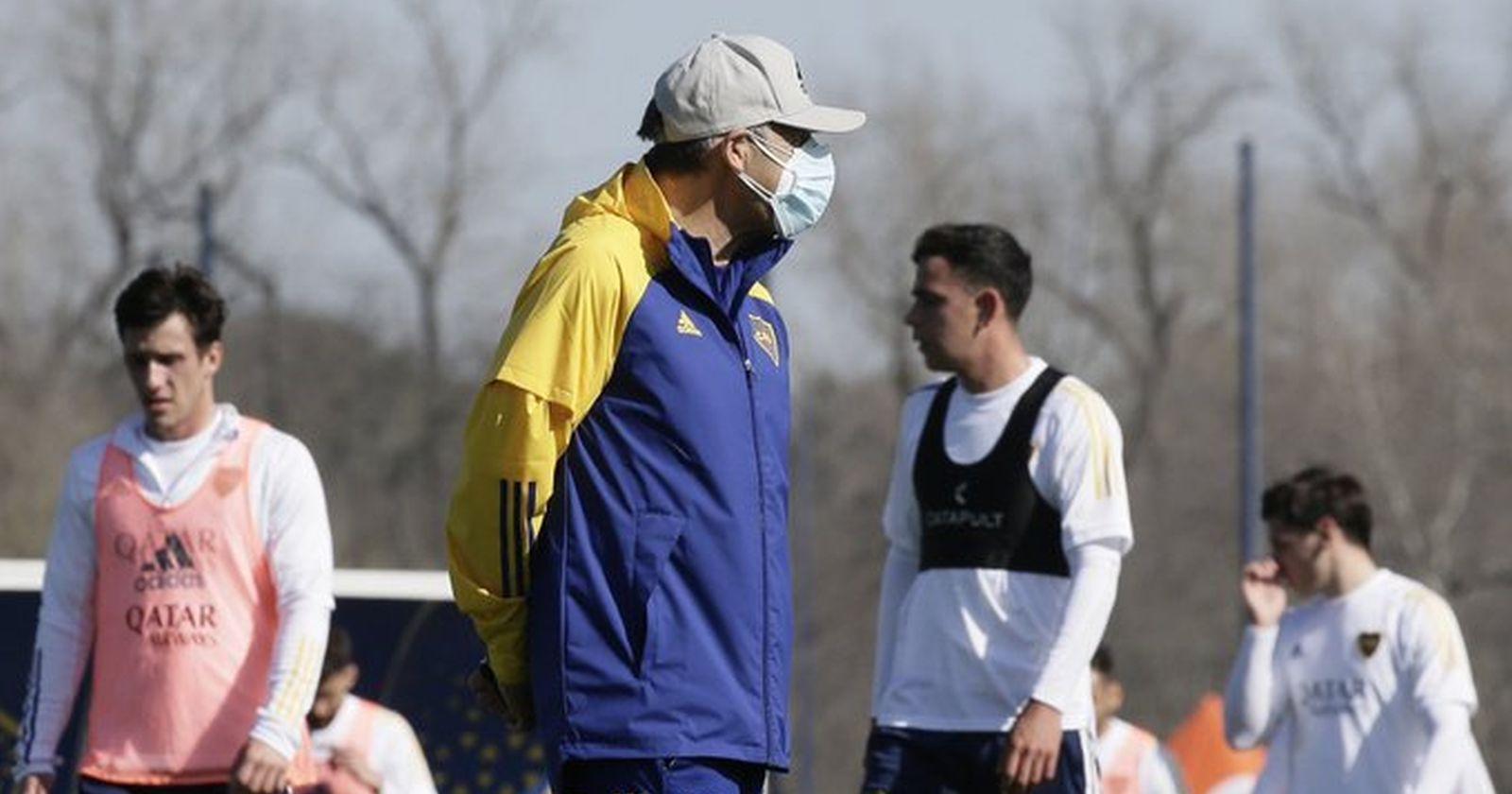"""Polémica en Copa Libertadores: Paraguay autoriza llegada de jugadores de Boca con COVID-19 positivo"""