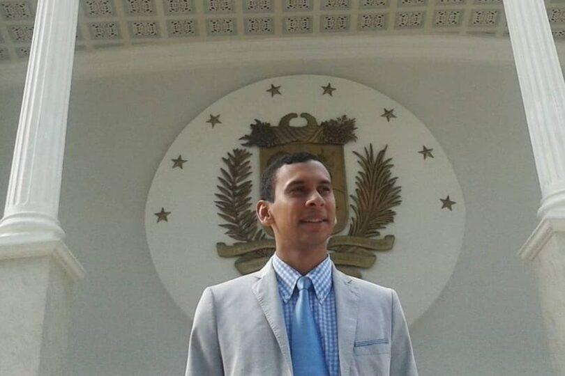 """Nuevo representante de Guaidó en Chile: """"El PC no sabe que los comunistas venezolanos han sido perseguidos"""""""
