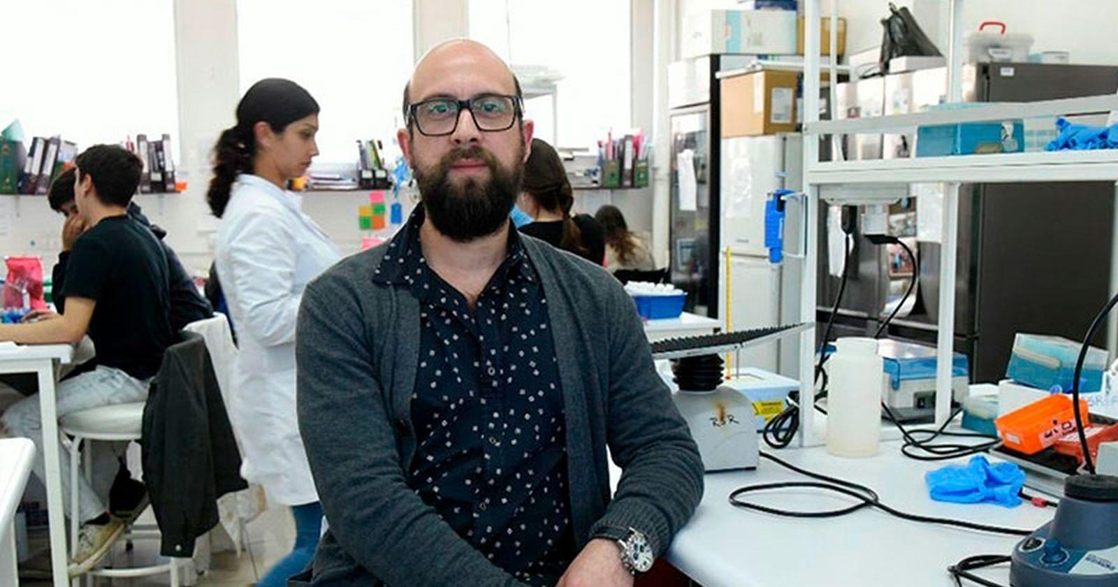 Científicos chilenos usan proteína lumínica de luciérnagas para cuantificar anticuerpos del COVID-19