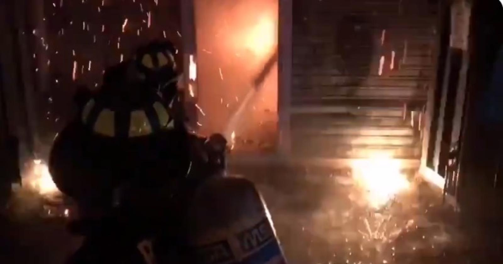 Incendio afectó a viviendas y locales comerciales en Recoleta