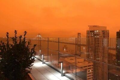 Humo de los incendios forestales tiñe de naranjo el cielo de San Francisco en Estados Unidos