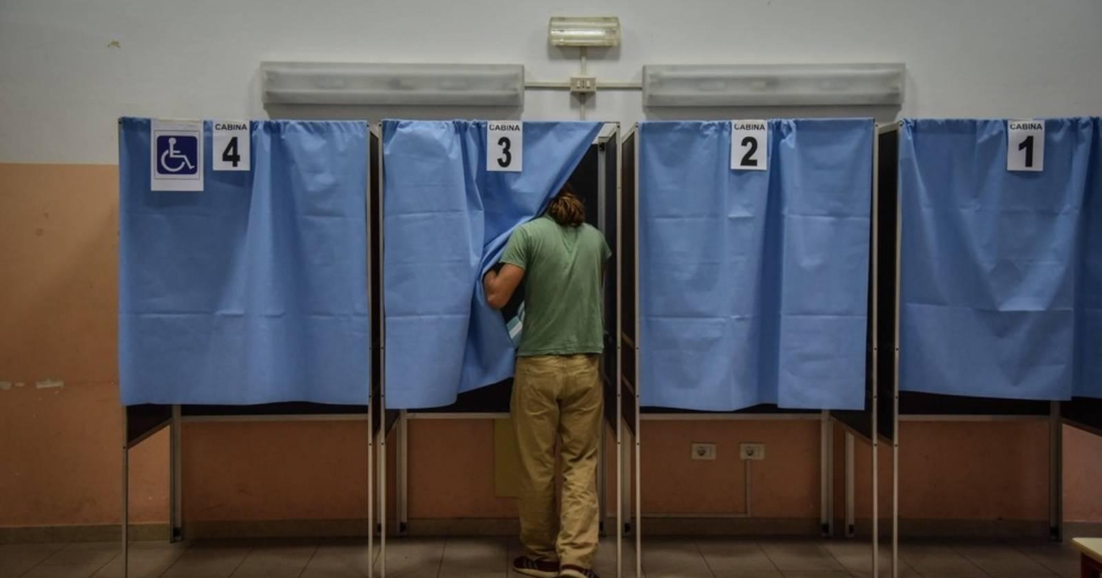 """""""Italia aprueba reducción de parlamentarios en histórica votación"""""""