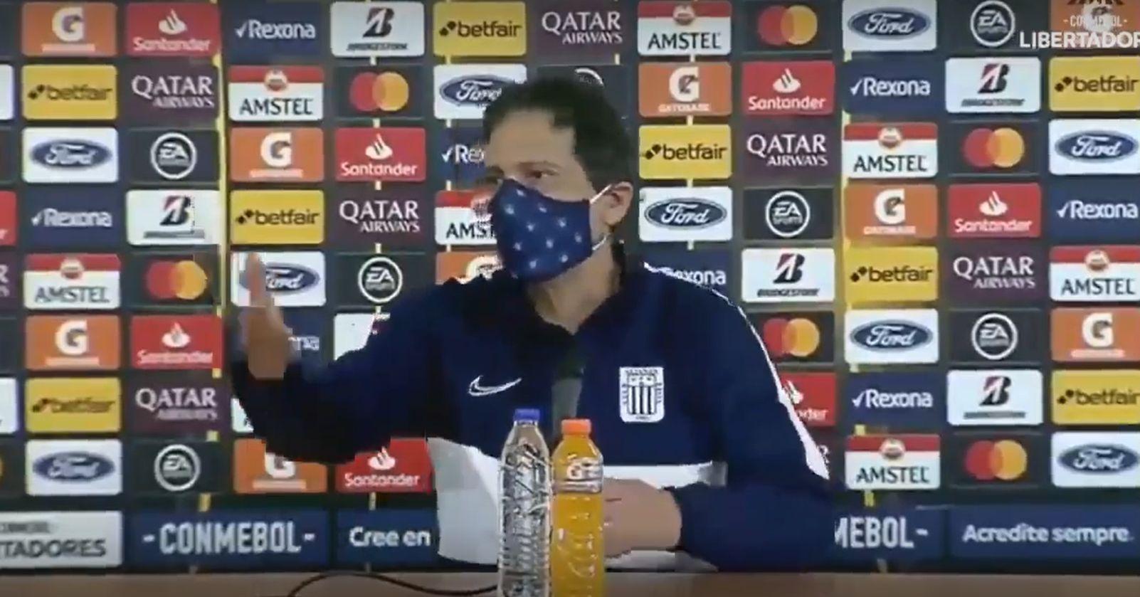 VIDEO – La ira de Mario Salas contra un periodista tras la derrota de Alianza Lima en Copa Libertadores
