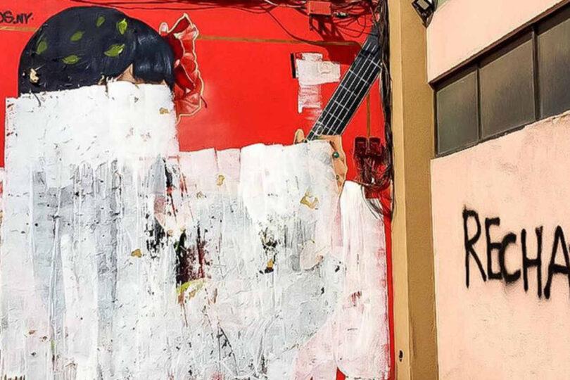 Así quedó el mural de Mon Laferte que fue vandalizado con mensajes alusivos al Rechazo