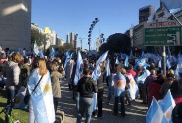 Nuevas protestas en Argentina por extensión de la cuarentena y reforma judicial