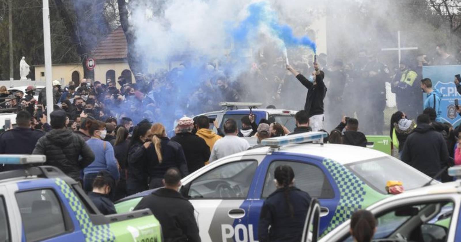 La crisis de sueldos de la Policía de Buenos Aires que terminó pagando la oposición