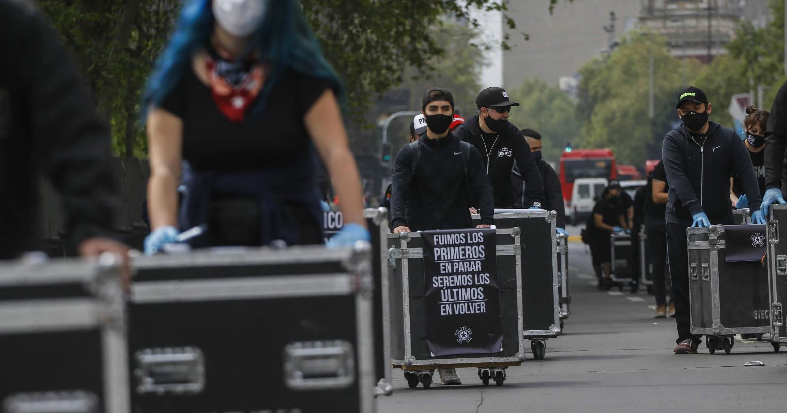 Trabajadores de las artes marchan por Santiago para visibilizar sus problemas a raíz de la pandemia