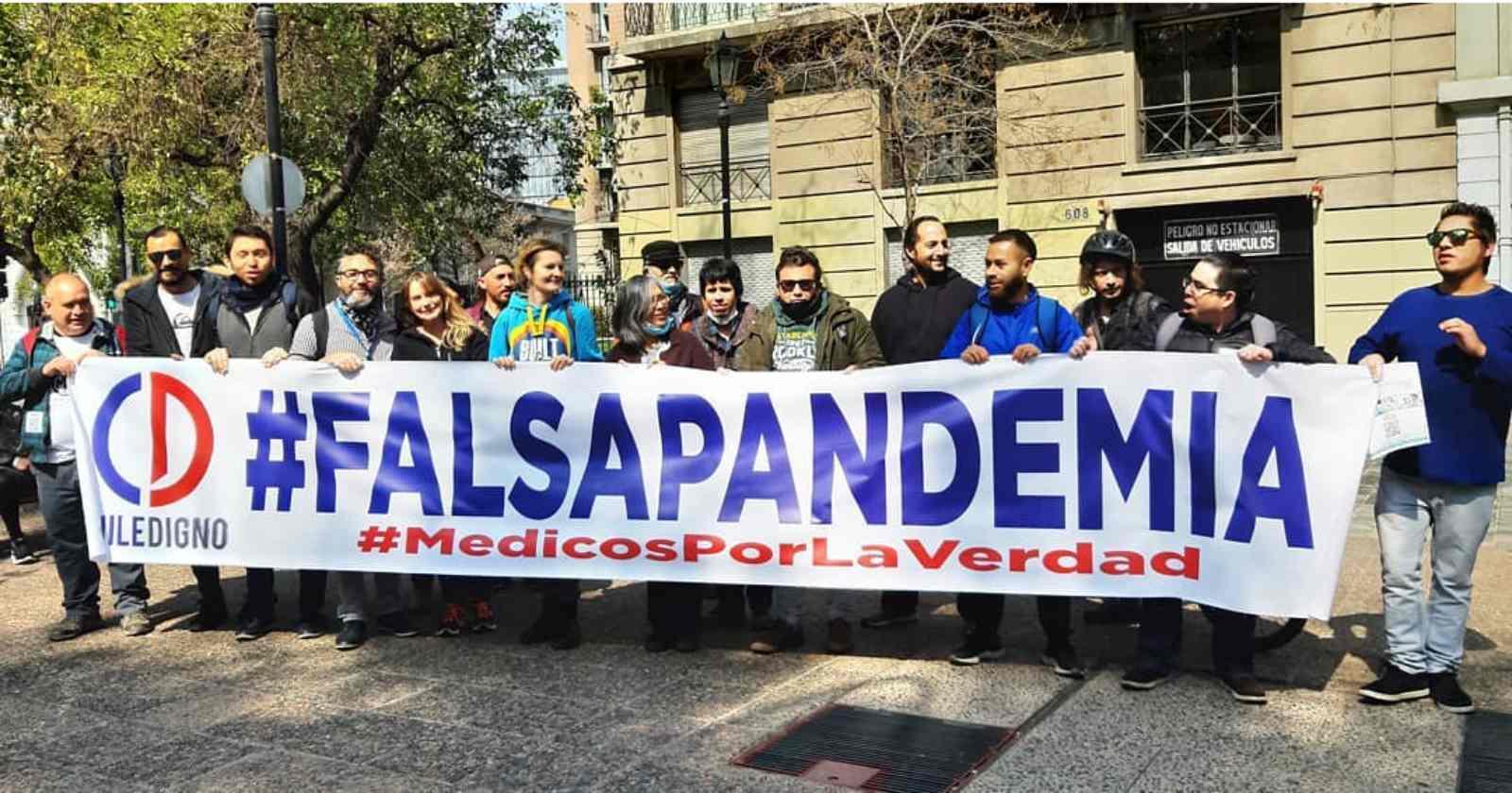 Chequeo: las afirmaciones falsas de Chile Digno negando el coronavirus