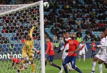 Uruguayo Esteban Ostojich arbitrará el duelo de la Roja ante Perú