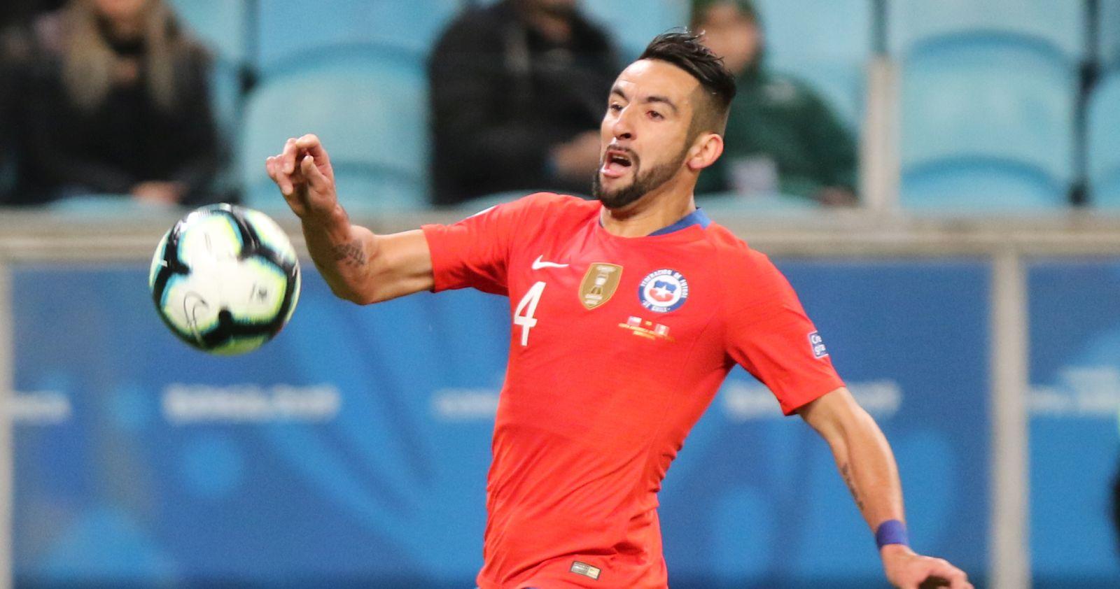 Mauricio Isla no jugará ante Uruguay y está en duda para el duelo ante Colombia
