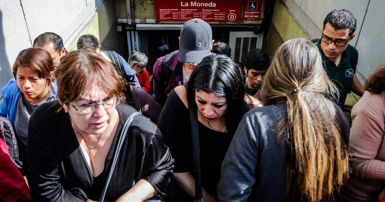 Ipsos: Chile cae 15 puntos en percepción de felicidad en sólo un año