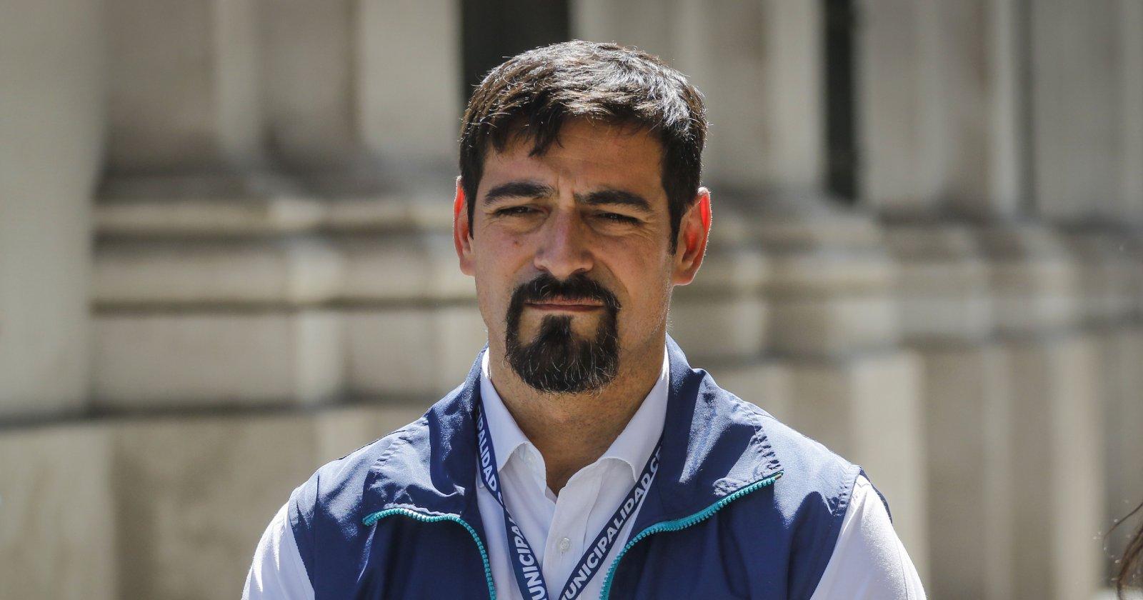 El irónico comentario del alcalde de Cerro Navia por carabineros en monumento a Baquedano