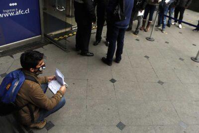 Desempleo se mantiene sobre el millón de personas pese a mínima baja en julio-septiembre