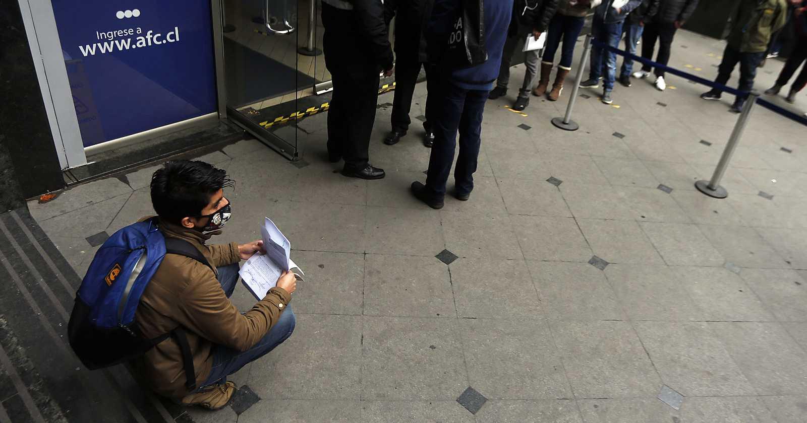 Desempleo baja en julio-septiembre y se mantiene sobre el millón de personas