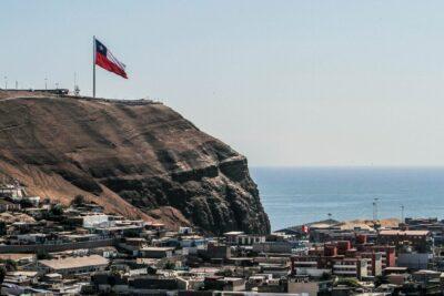 Arica y Magallanes: el coronavirus se ensaña con los extremos del país