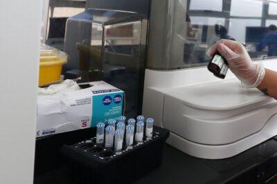 """Investigador apuntó a una cepa del coronavirus """"muy rara en el mundo"""" que está afectando a Magallanes"""