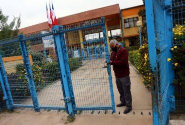 VIDEO – Fallida vuelta a clases en Pirque: ningún alumno llegó al colegio