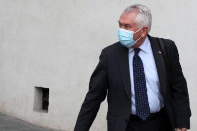 """Ministro Paris: investigación de la fiscalía """"entorpece"""" la labor del Minsal"""
