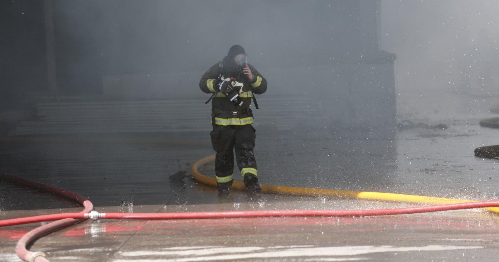 Incendio afectó a viviendas en Santiago Centro y dejó 30 damnificados