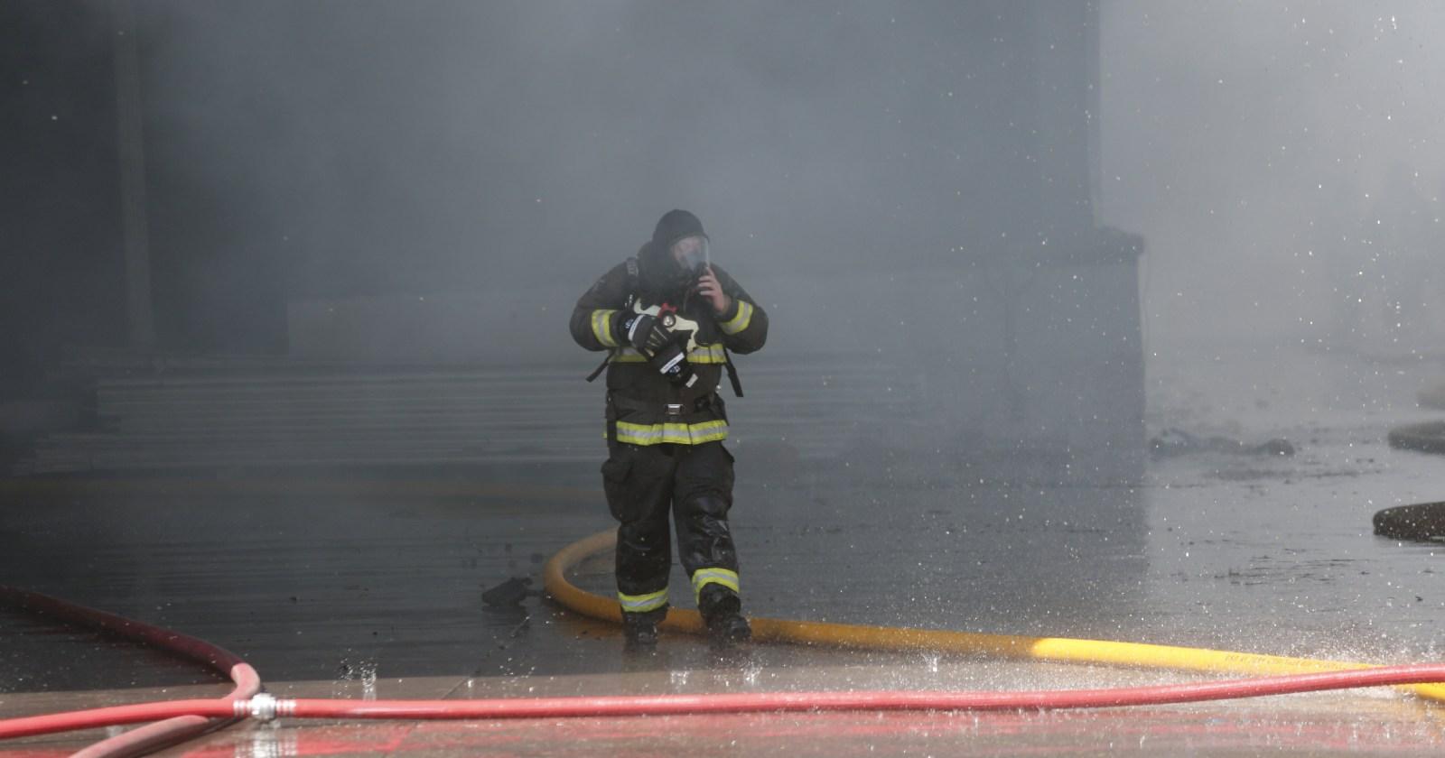 Tres hermanos fallecidos y cerca de 30 damnificados dejó incendio en Lo Espejo