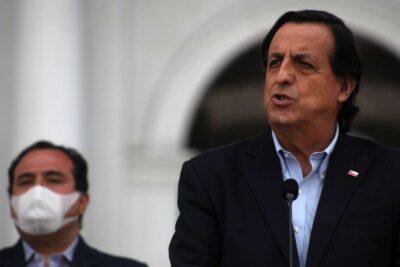 """Ministro Víctor Pérez: """"El Gobierno reitera el respaldo a Carabineros"""""""